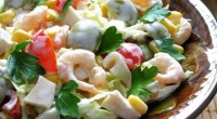 salat-s-krevetkami-percami-pomidorami-i-olivkami_4136